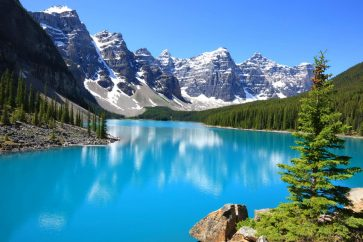637096-beautiful-moraine-lake