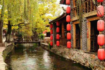 red-lantern-beside-west-lake-of-hangzhou