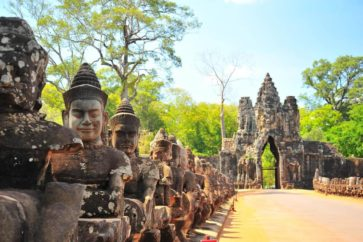 travelbay_cambodia_-_angkor_wat_stone_gate_16266a40-d083-4996-b9cf-afffd9916a32_1024x1024