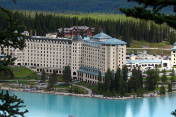 chateau_lake_louise_in_alberta